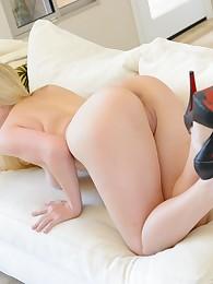 Sexy Blonde Model Danielle